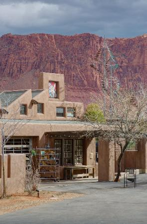 Crescent Moon Inn: Coyote Gulch Art Village