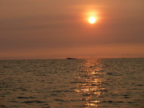 Paris Beach Village Phu Quoc: One of the 3 beautiful sunsets we enjoyed