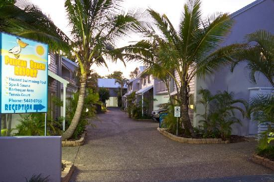 Pelican  Beach Resort: Resort entrance