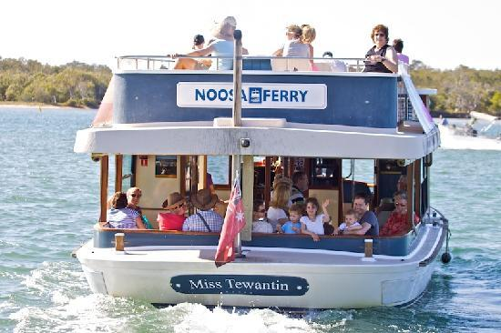 Pelican  Beach Resort : Catch the Noosa Ferry to Noosa Heads Hasting St
