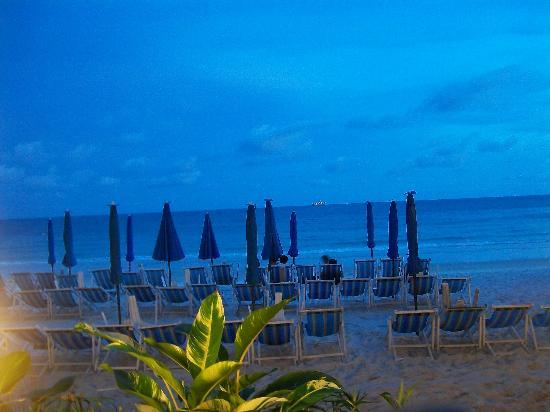 Tonsak Resort: Beach in the evening