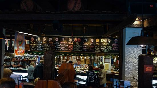 Panimoravintola Plevna : Interior - bar