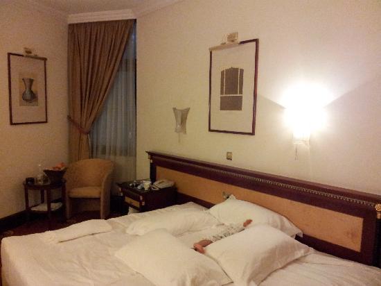 فندق الشهداء: bed
