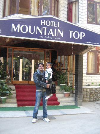 Hotel Mountain Top: In front of the Hotel