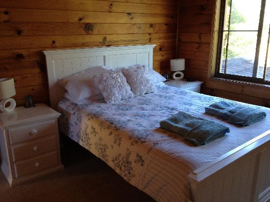 Nelsons Beach Lodge: Queen room with ensuite