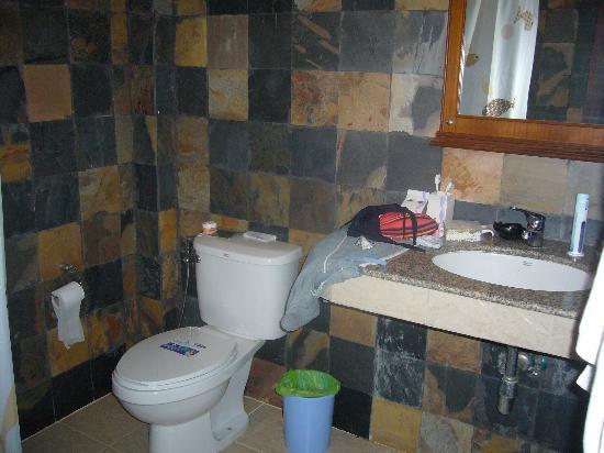 Naiharn Garden Resort & Spa: salle d'eau