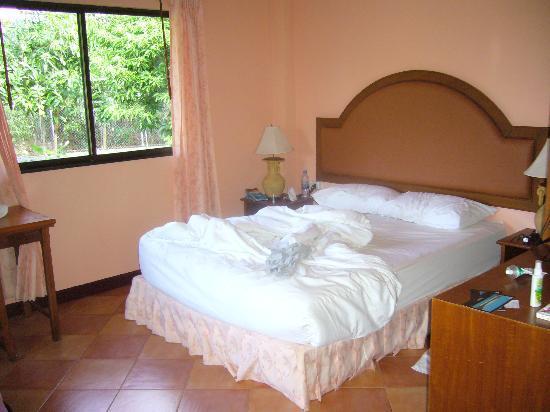 Naiharn Garden Resort & Spa: chambre, lit