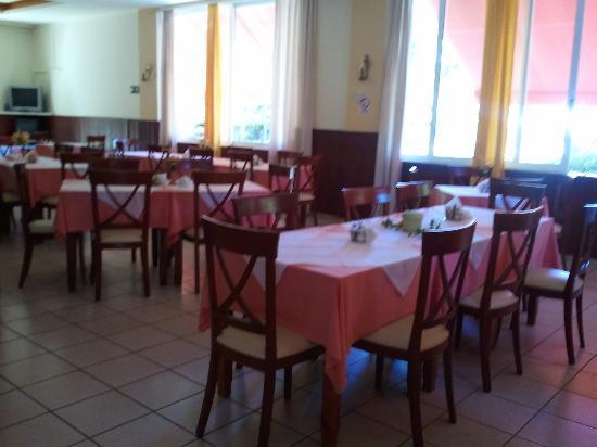 Monte Vardia: the dining/breakfast room