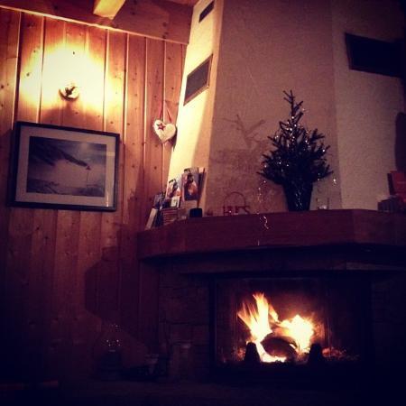 Hugski Holidays : The log fire