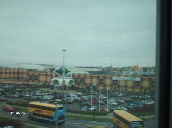 Crowne Plaza Dublin - Blanchardstown: Largest Mall in Ireland is right across street.