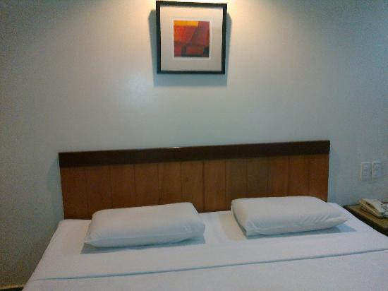 Golden Valley Hotel : the bed