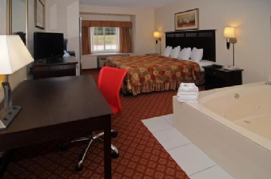 BEST WESTERN Roanoke Inn & Suites: Whirlpool Suite