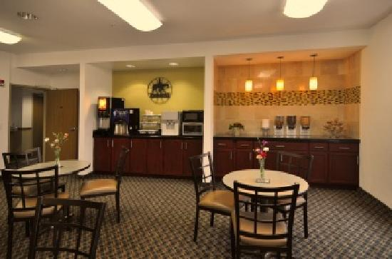 BEST WESTERN Roanoke Inn & Suites: Breakfast Room