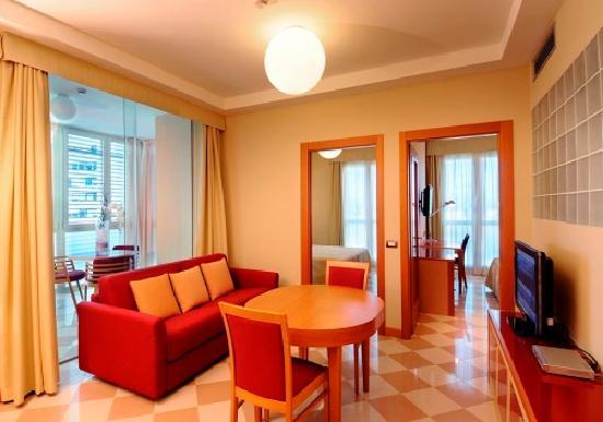 Atahotel The One : Soggiorno Appartamento Trilocale