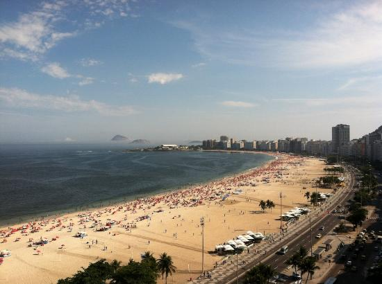 Arena Copacabana Hotel: View from the roof top pool and bar.