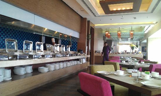 Hotel Royal Orchid, Jaipur: Excellent breakfast selection and tasty food!