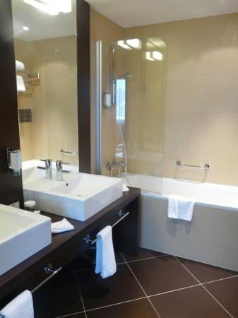 Holiday Inn Zilina : Bathroom