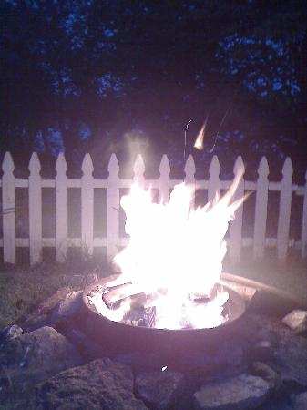 Edgewater Family Campground: Fire at night