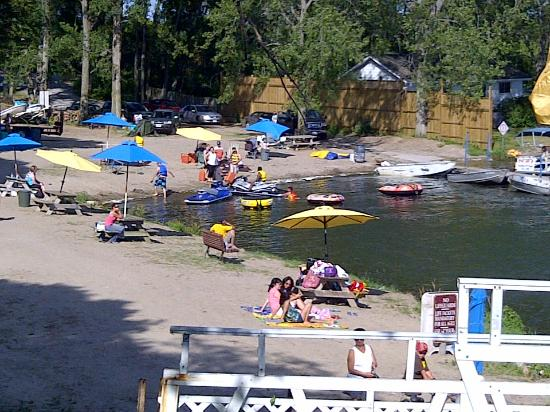 Edgewater Family Campground : Park beach...