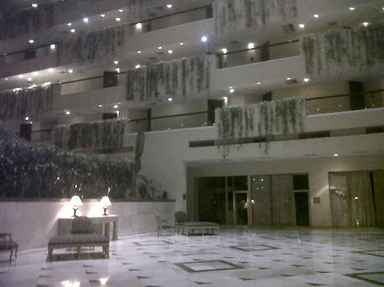 Sheraton Chihuahua Soberano : Lobby y habitaciones