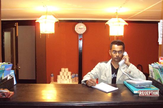 Pariwar B&B: Reception in night