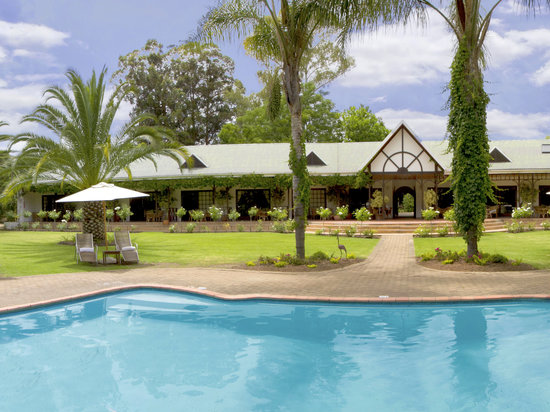 Hlangana Lodge: Large & exotic gardens surround all rooms