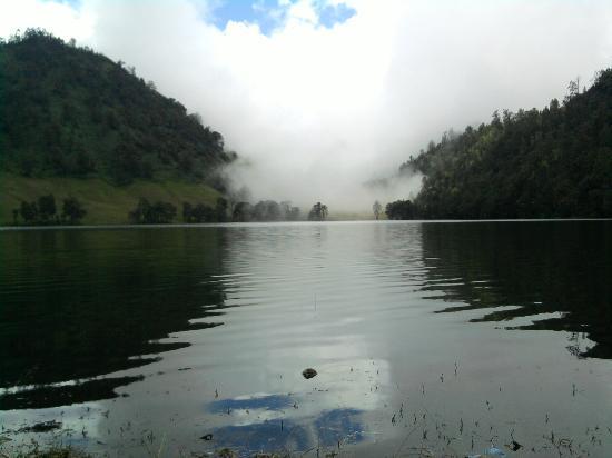 Lake Kumbolo: A mist over the lake