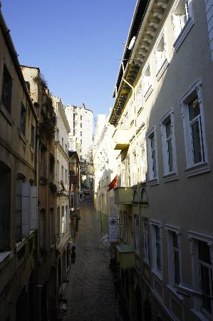 4Floors Istanbul: Rear View Window
