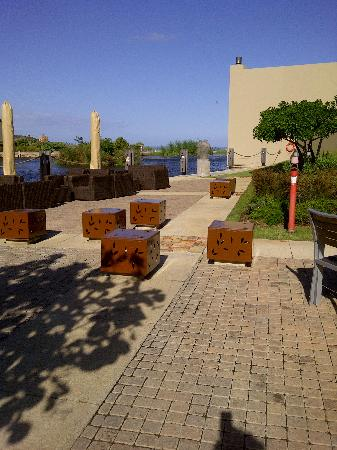 Waterside Grill &Bar : extended outside seating
