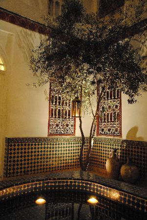 Riad La Terrasse des Oliviers: le soir c'est magnifique ....