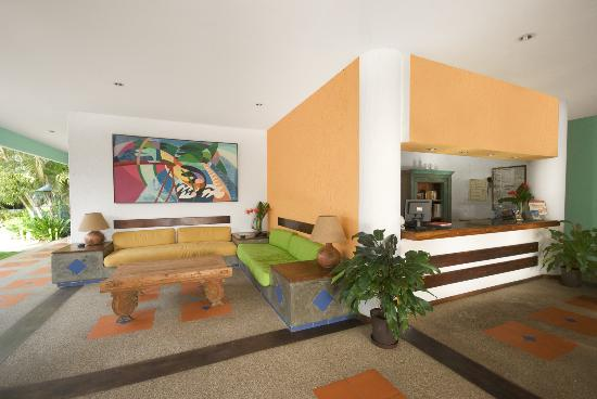 California Hotel: Lobby
