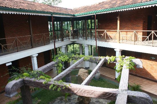 Hotel Tree of Life: La cour intérieure qui déssert les chambres