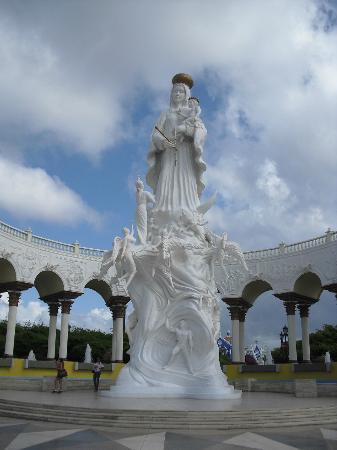 Plaza del Rosario de Nuestra Senora de Chiquinquira : Monumento