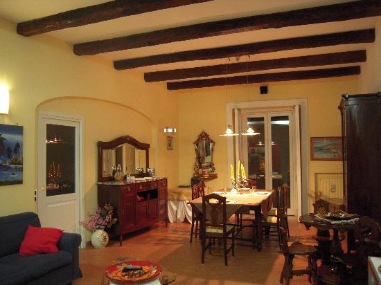 In Salotto Salerno.Il Salotto E Sala Colazione Foto Di Bed And Breakfast