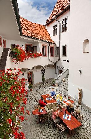 Hotel Zlaty Andel: Courtyard