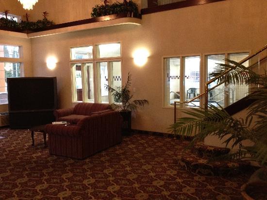 GuestHouse Inn & Suites Portland / Gresham: lobby