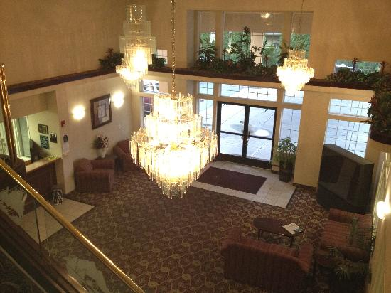 GuestHouse Inn & Suites Portland / Gresham: lobby from 2nd floor