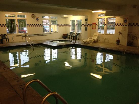 GuestHouse Inn & Suites Portland / Gresham: pool