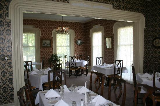 Pleasant Valley Inn : Our front dinning room