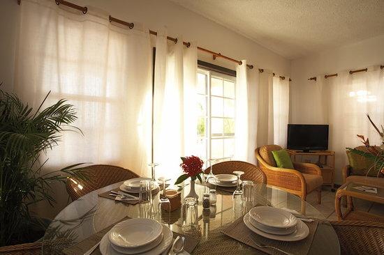Royal Palms: Dining table set for dinner
