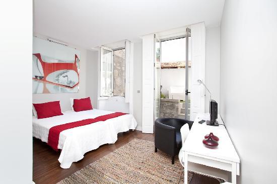 Cosme Guesthouse: Zaha Room