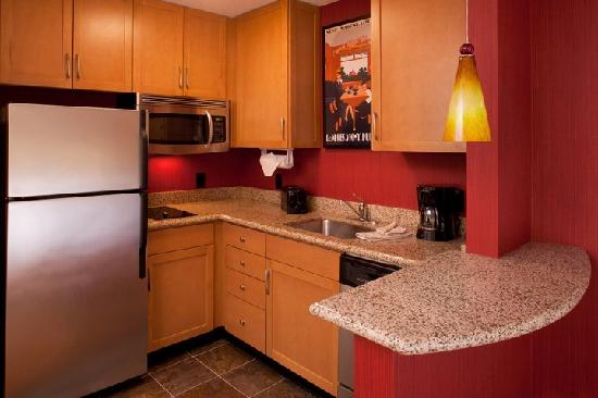 Residence Inn by Marriott Waldorf: Fully Equipped Kitchen in all suites