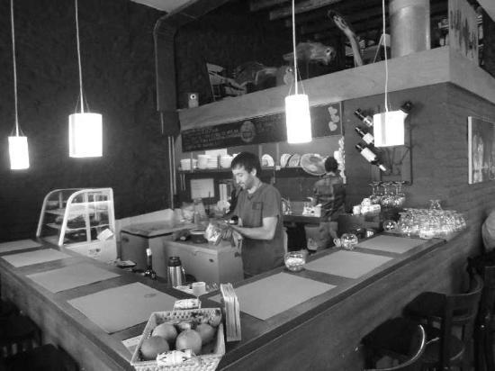 Diseno Cafe: nice waiter