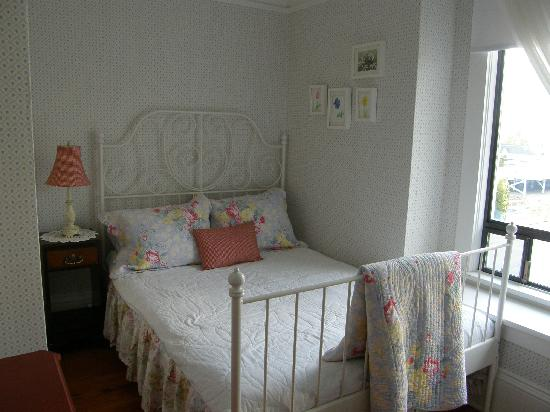 Fisher House Bed and Breakfast: Single Add-On Room available with Sarah or Florence Room