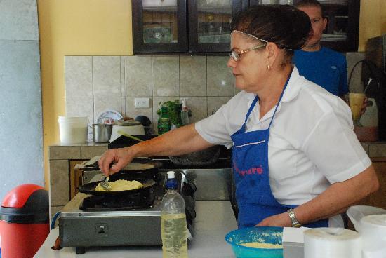 La Casita del Maiz: preparing our chorreadas