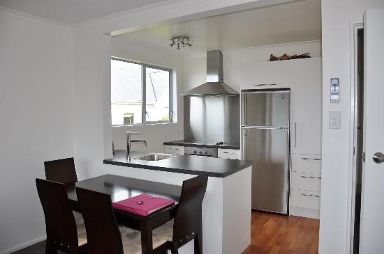 Roslyn Apartments: Kitchen in two bedroom