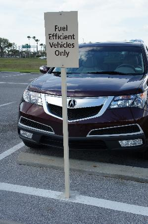 Hampton Inn & Suites Sarasota-Bradenton Airport: Fuel efficient vehicles can park closer