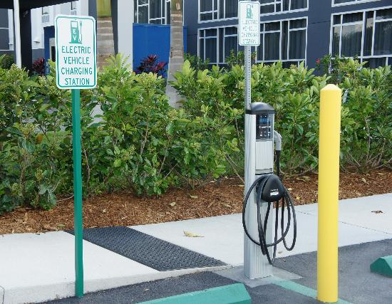 Hampton Inn & Suites Sarasota-Bradenton Airport: Charging stations for electric cars