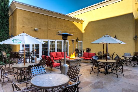 Residence Inn San Diego Mission Valley: BBQ Area