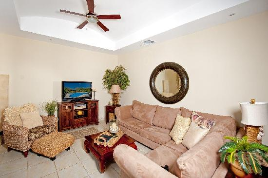 Casa del Sol Resort: Living Room (2 bedroom / 2 bath condo)